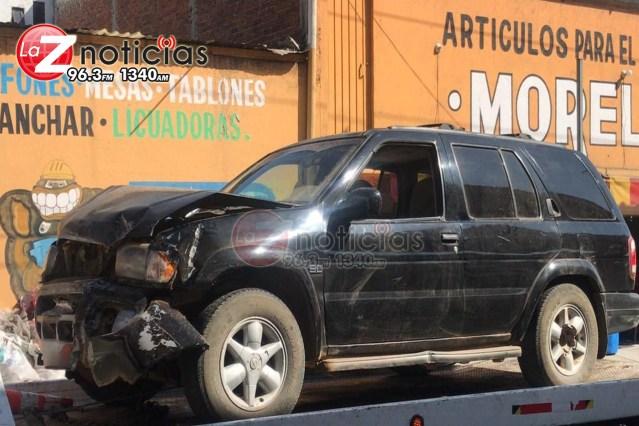 Chocan 2 camionetas en la colonia El Realito, Morelia