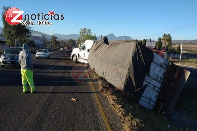 Se accidenta tractocamión en la Morelia-Pátzcuaro