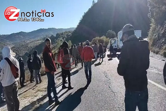 Comuneros bloquean salida Toluca por temas de seguridad
