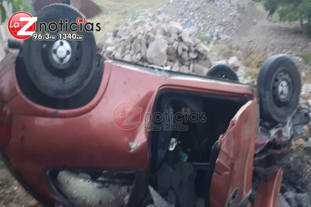 Volcadura de auto deja un muerto y un herido en la región de Hidalgo