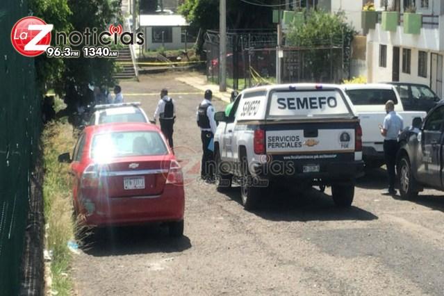 Hallan a hombre muerto dentro de vehículo en Balcones de Morelia