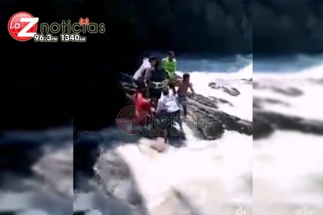 Michoacanos son salvados de morir ahogados en Colima