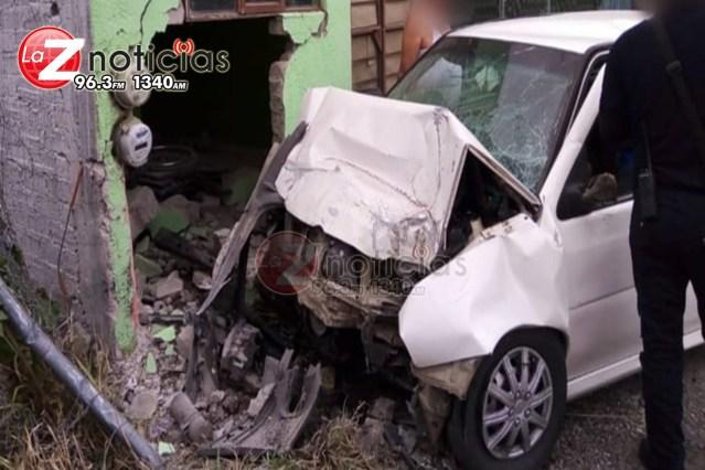 Auto se estrella contra casa en Tarímbaro; hay un muerto y una herida