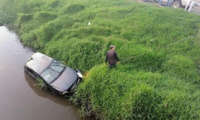Automóvil cae al Río Grande de Morelia