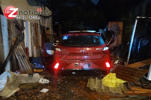 En cateo, recupera Fiscalía General vehículo con reporte de robo en Uruapan