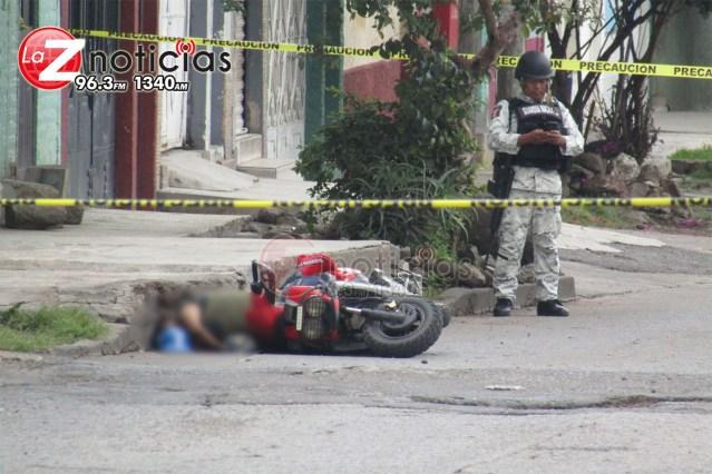 Delincuentes acribillan a los dos ocupantes de una motoneta Jacona