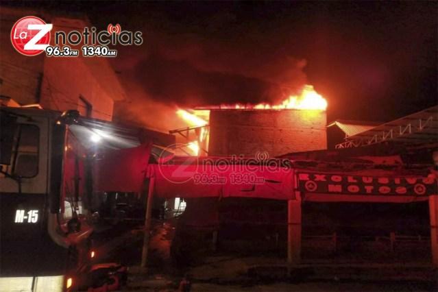 Se incendia bodega en mercado municipal de Apatzingán