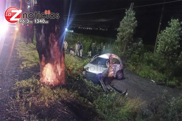 Hombre queda herido tras choque de auto contra árbol en la Morelia-Quiroga