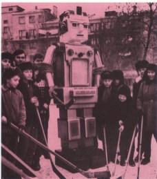 Teaching-robot-USSR-x640