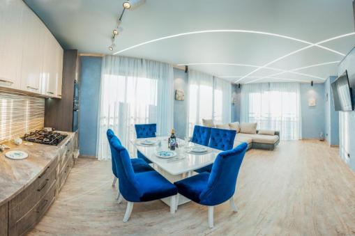 Lazurniy Bereg Holiday Villas And Vacation Rentals Kitchen and Dining Area