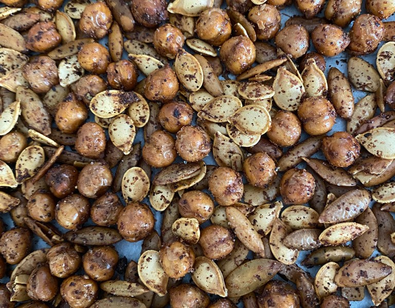 Spicy chickpeas and seeds