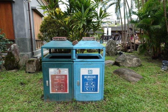 Garbage bin a zone