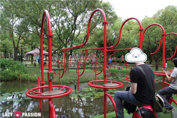 Taipei Daan park water bicycles
