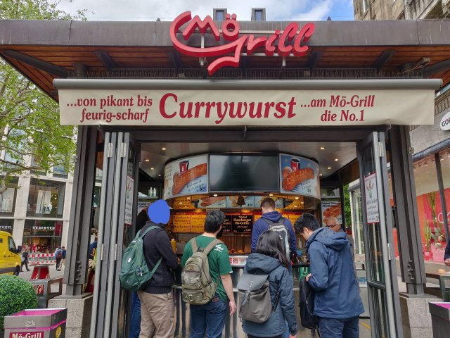 Mö grill currywurst