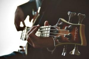 man, guitar, playing-1031087.jpg