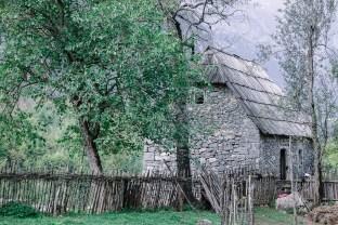 dom z kamienia