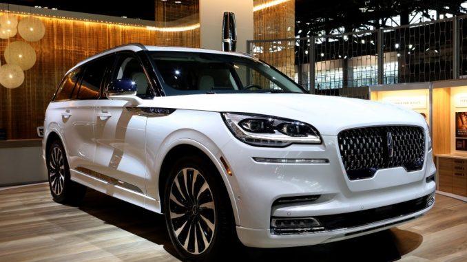 في المواجهة: نفس السعر لسيارات الدفع الرباعي الفاخرة 2022 Land Rover Defender vs. Lincoln Aviator