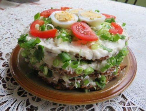 Сметанно-чесночный торт из цукини