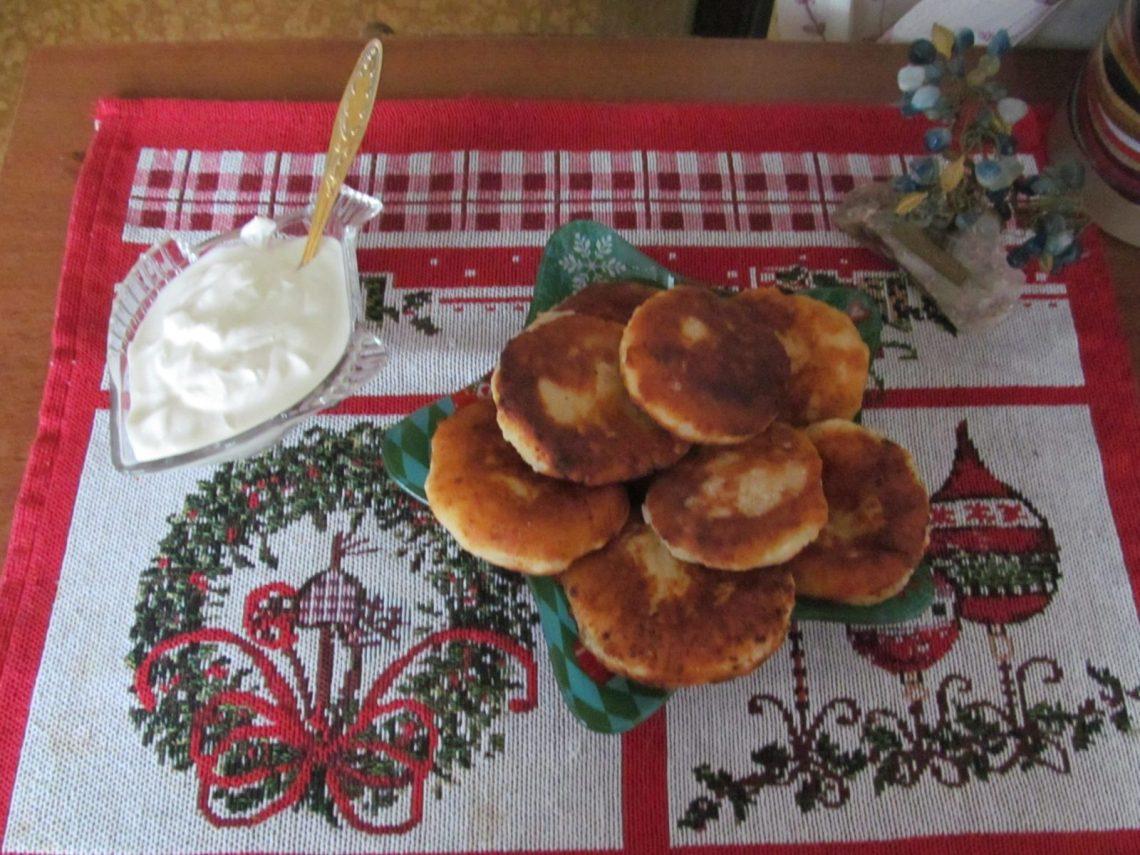 Вкусные сырники из творога со сметаной