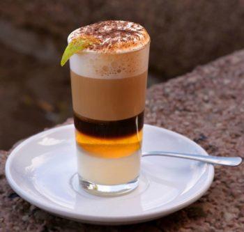 Как испанцы готовят кофейный напиток Баракито
