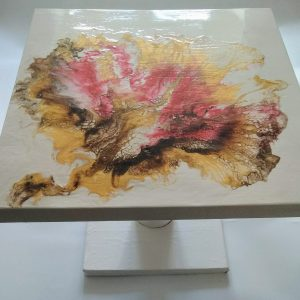 Table basse blanc rose et or