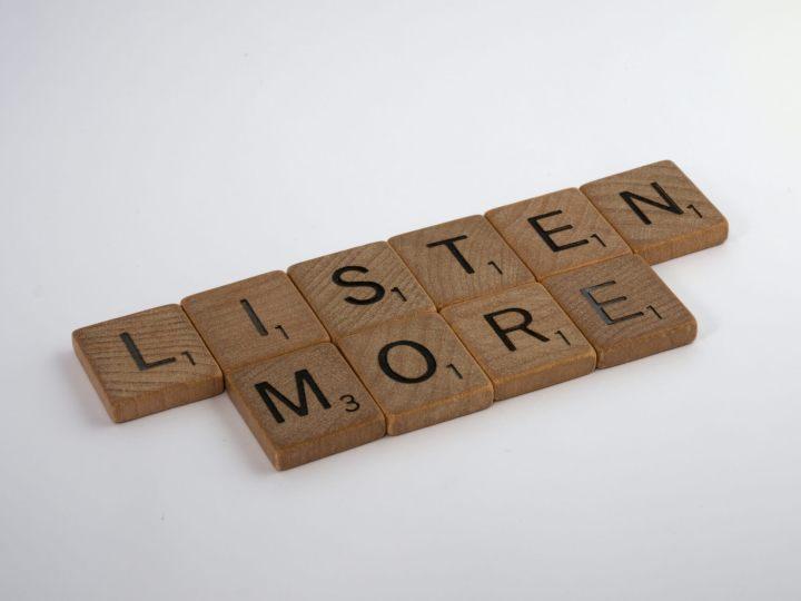 Listen More en lettres Scrabble