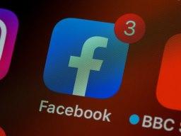 Icône Facebook sur un écran de mobile