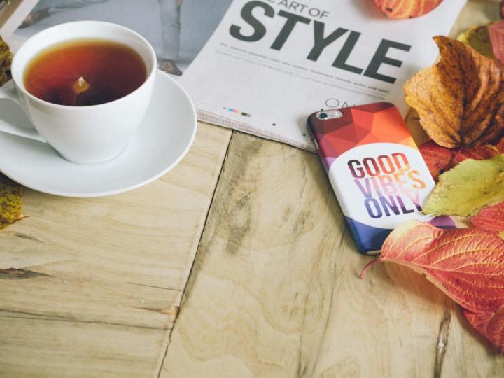"""café, journal et tablette de chocolat """"good vibes only"""""""