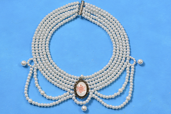 With time and efforts, this elegant multiple-stranded pearl choker necklace with personalized cabochon is finished!