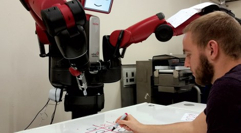 Baxter robot beats humans at noughts and crosses by multitasking