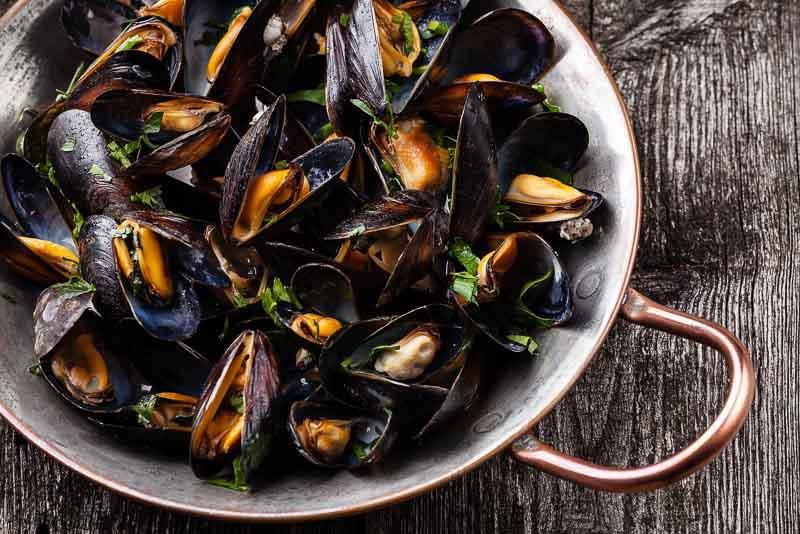 Moules marinières sau midii este o reteta clasica din bucataria frantuzeasca
