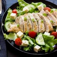 Piept de pui la gratar cu salata verde si feta