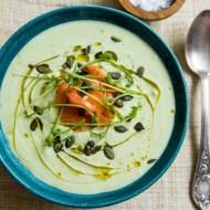 Supa rece de avocado si castravete cu somon afumat