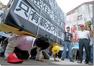 台灣年輕人起薪下滑薪資增長龜步