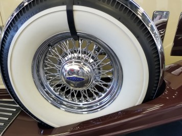 ''32 Lincoln spare. THAT's a whitewall!