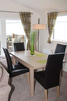 Willerby Clearwater holiday lodge - The dining area is spacious and comes with a table and four high back padded chairs