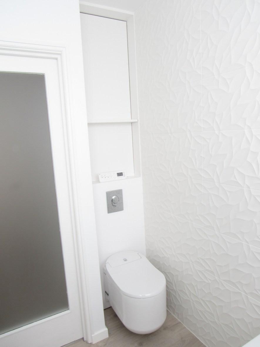 appartement; loft; roubaix; sur mesure; lingerie; séjour; salon; cuisine; salle de bain: salle à manger; lustre ; création; parquet; gris; beige; blanc; store rouleau; rangement; dressing