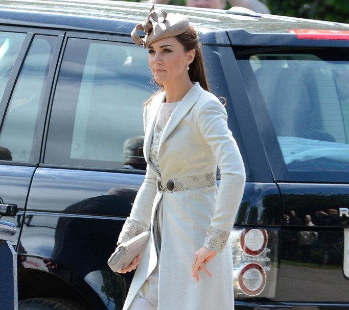 Kate middleton wears jenny packham dress and l k bennett for Lk bennett wedding dress