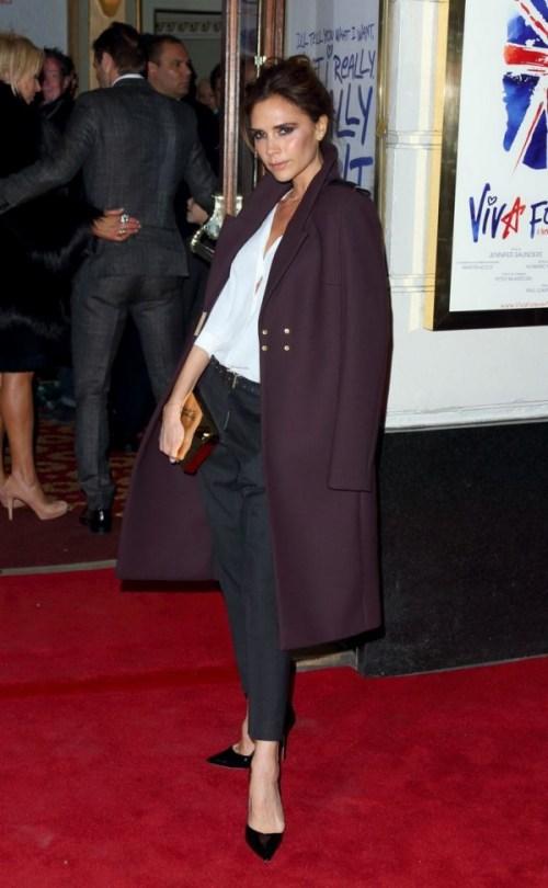 Victoria-Beckham-Spice-Girls-musical-red-carpet-London-600x972