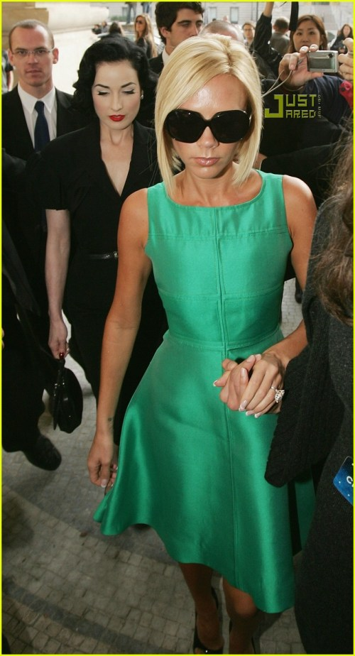 victoria-beckham-paris-fashion-week-06