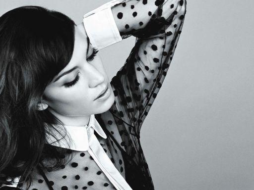 Alexa Chung to hold show at London Fashion Week