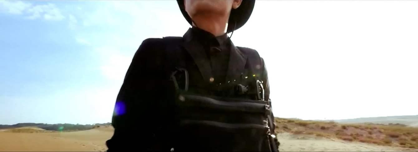 # 02DERIV. 16SS 感受世界脈動:STANDARD遊走大漠的率性風格 1