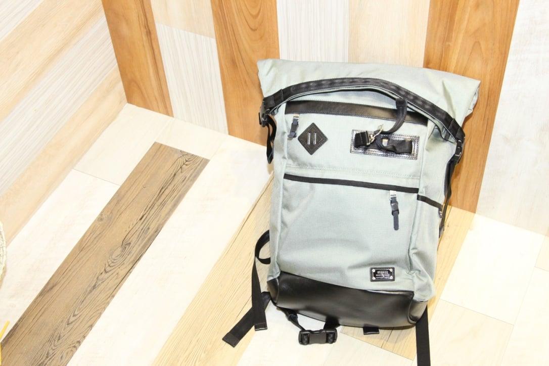 # AS2OV獨家彈道尼龍系列:最新款短捲軸造型背包及全新配色金屬灰登場 1