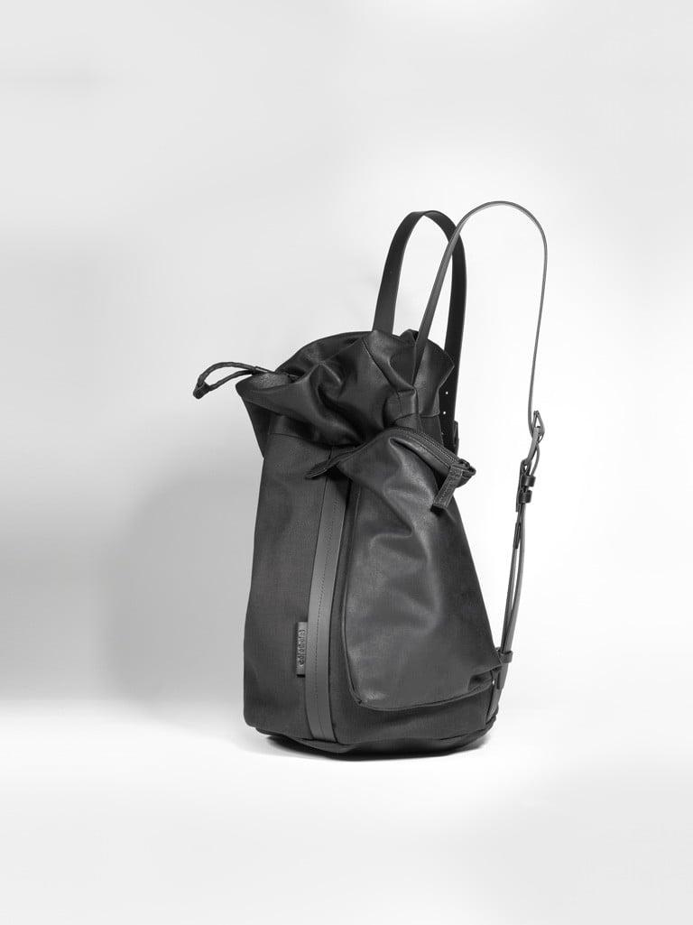 # 蜿蜒曲折的河流做為發想:法國Côte&Ciel新系列「SAAR」再現時尚機能包的簡約俐落 8