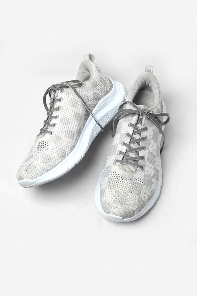 # ENGINEERED GARMENTS × HOKA ONE ONE:兼具功能性的時尚跑鞋 10