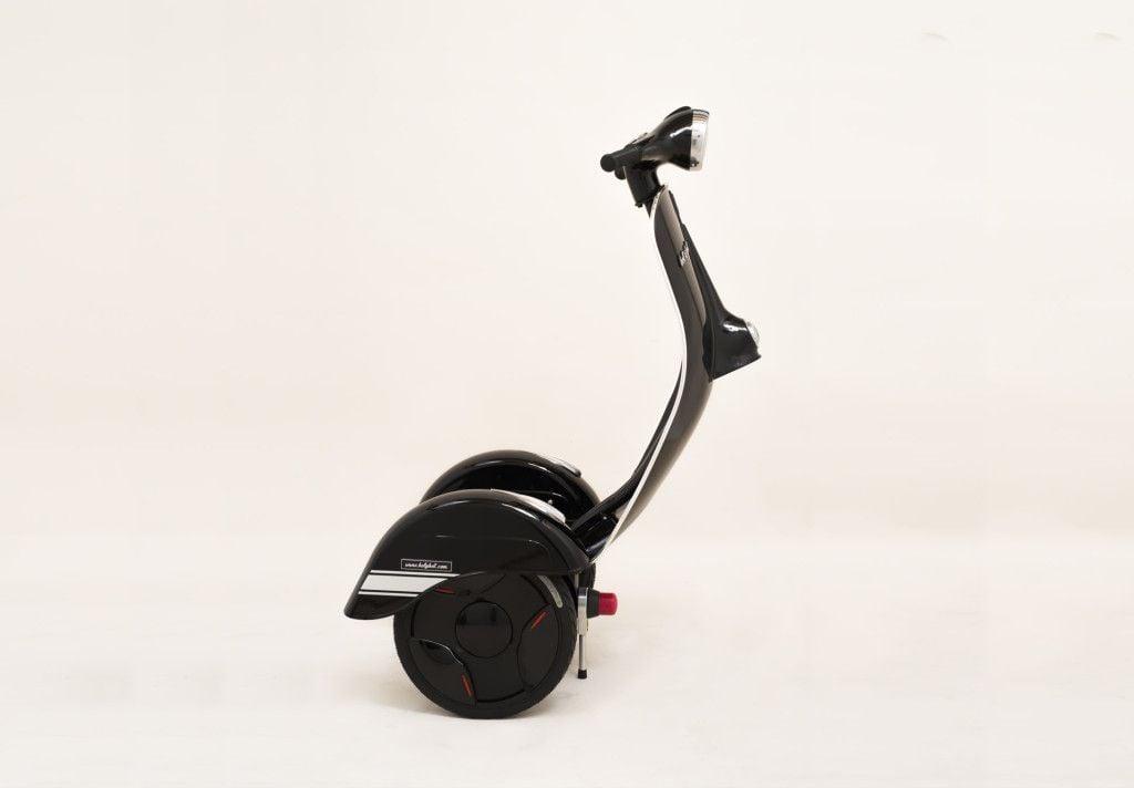 # Z-Scooter:酷似偉士牌的電動車?科技與復古碰撞之火花! 4