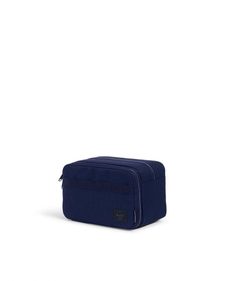 # Herschel supply co × Independent:打造平實與街頭感兼具之包款 17