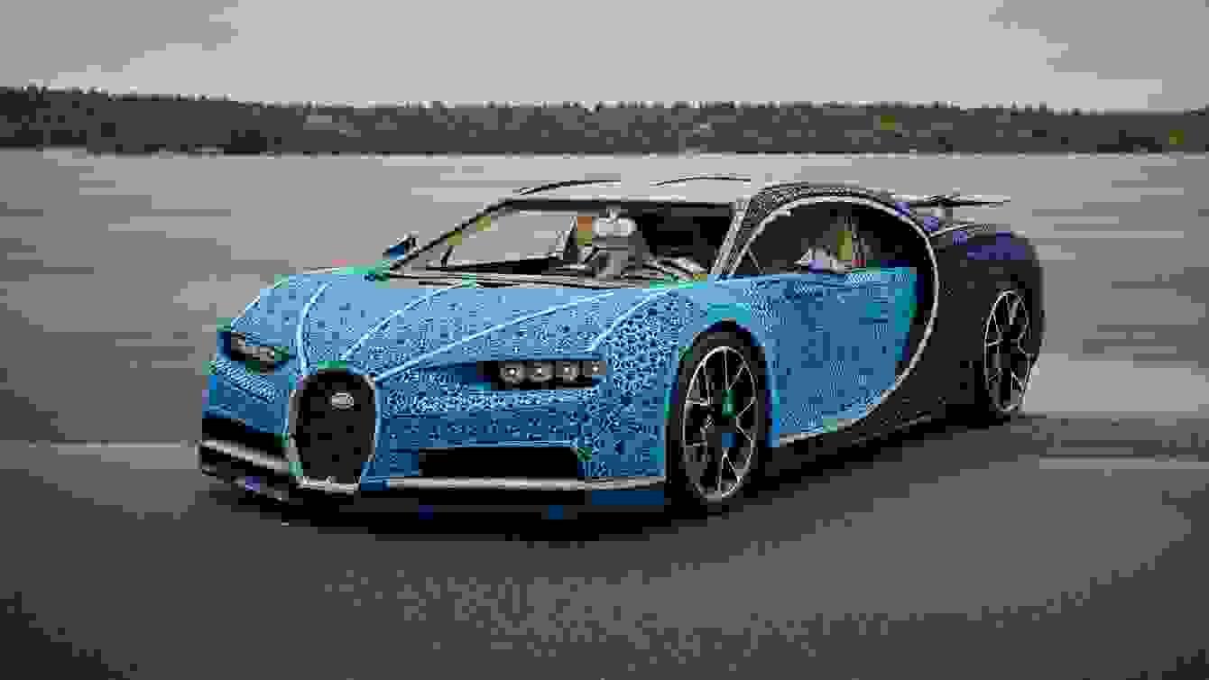 # 超過一百萬個樂高打造的跑車:一比一 Buggati Chiron 開上街! 10