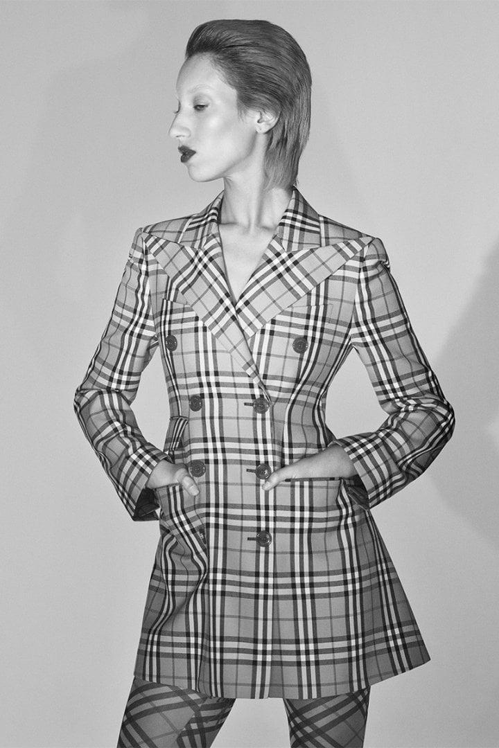 # 重新演繹英倫風格:Burberry × Vivienne Westwood 聯名系列正式上架 11