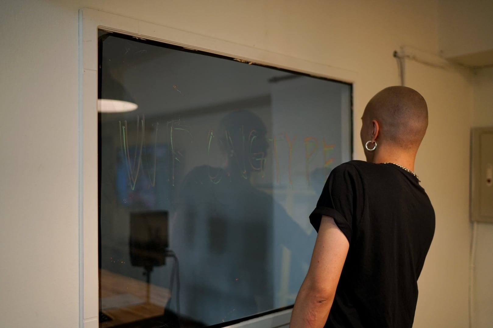 # 專訪 yellow 黃宣:保持無知,保持有機,做一個漫遊宇宙的「cyberfunk」,創造更多意外的可能。 24